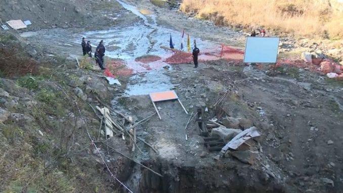 Napeta situacija u Rakiti: Predsednik mesne zajednice preti da će da skoči u reku 1