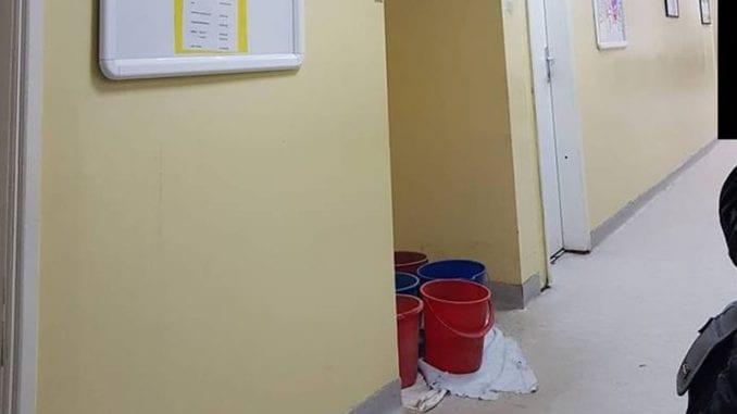 Dom zdravlja u Zaječaru prokišnjava, kofe i krpe u hodnicima 1