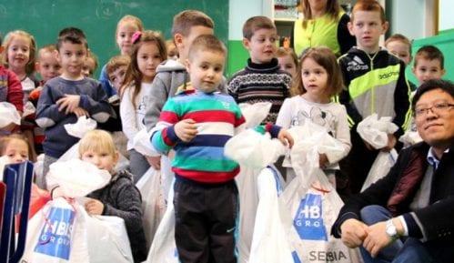 HBIS: Novogodišnji paketići deci u četiri smederevska vrtića 15