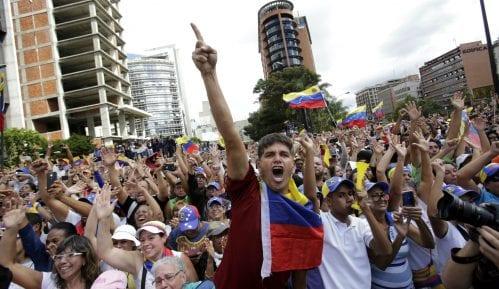 Rusija osudila američke sankcije Venecueli 11