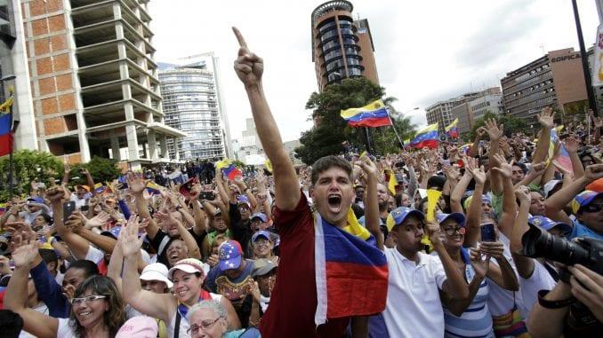 Rusija osudila američke sankcije Venecueli 1