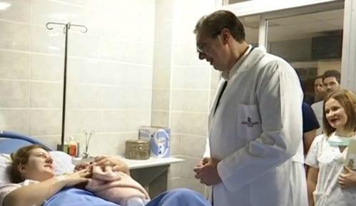 Prvu bebu obišao Vučić 1