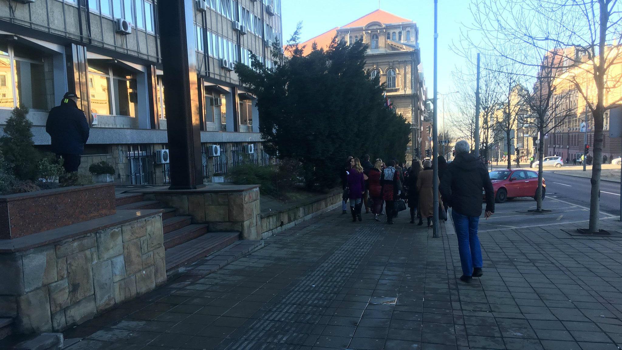 Doček Putina: Građani se okupljaju ispred Hrama 3