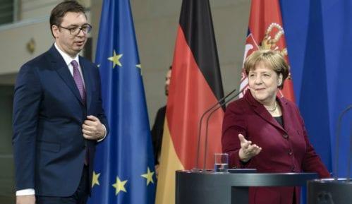 Vučić: Telefonski razgovor sa Merkelovom 14