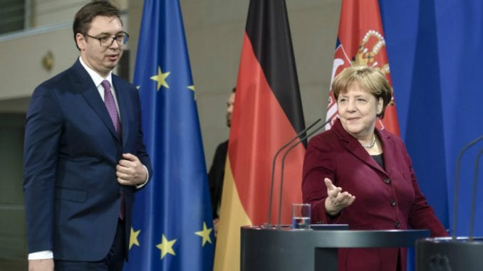 Vučić: Telefonski razgovor sa Merkelovom 1