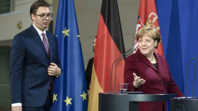 Vučić: Telefonski razgovor sa Merkelovom 2