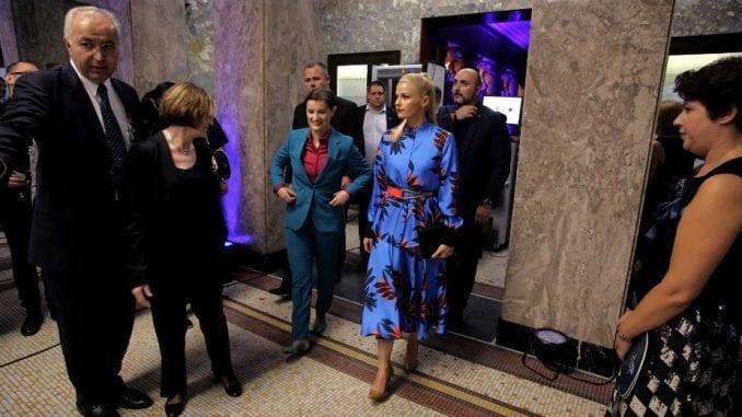 Pravna praznina: Premijerka Srbije nema nikakva roditeljska prava 1