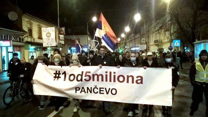 Novinar Živković na meti zbog govora na protestu 1