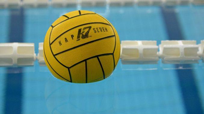 Budva: Navijači Partizana bacili suzavac u bazen 1