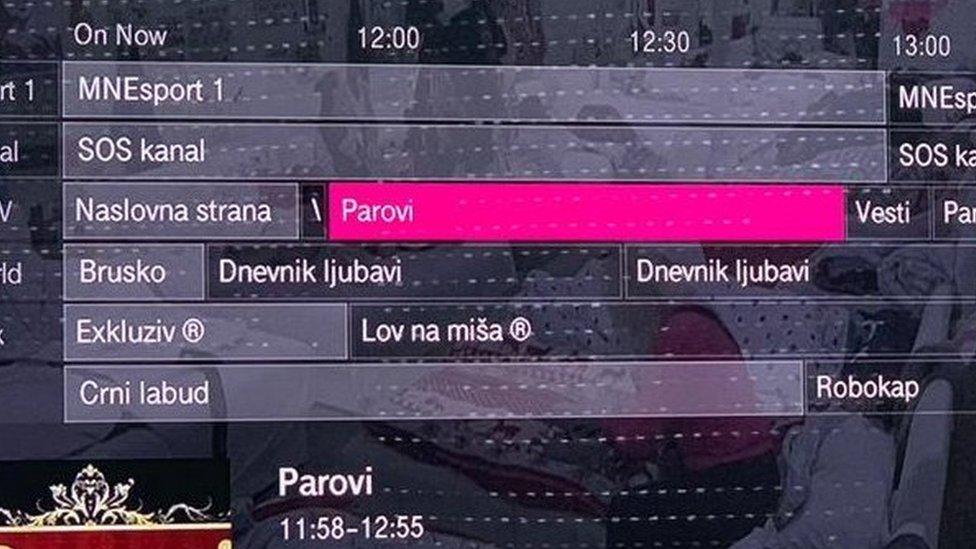 Ekran na kome je program televizije koja emituje Parove