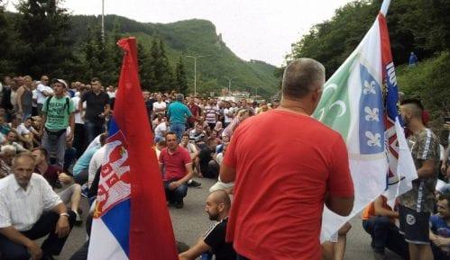 Vučić malinarima: Predsednik ne može da krši Ustav 13