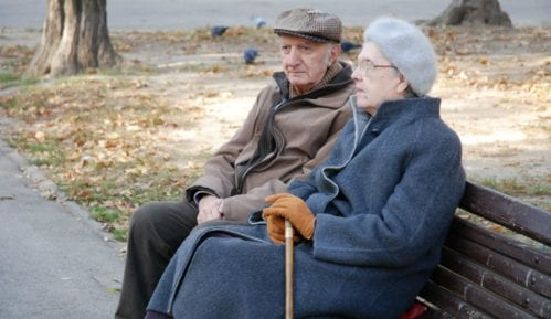 Početkom novembra svim penzionerima po 5.000 dinara 11
