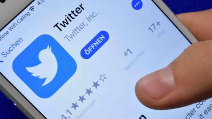 """Tviter izbrisao više od 8.500 """"bot"""" naloga koji su promovisali Vučića i SNS 1"""
