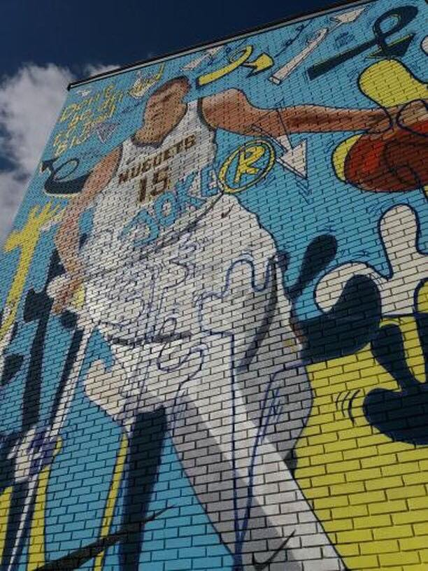 Košarkaš Nikola Jokić dobio mural u Somboru 2