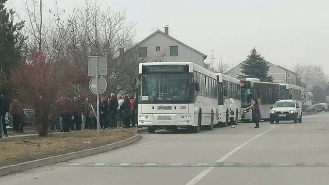 Kosovski mediji: Autobus iz Prizrena kamenovan kod Kruševca, nema povređenih 1