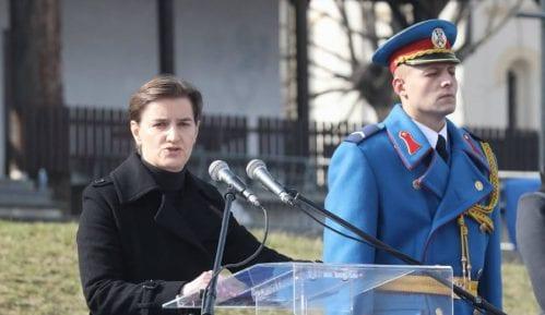 Brnabić izviždana na obeležavanju Dana državnosti uz povike izdaja 1