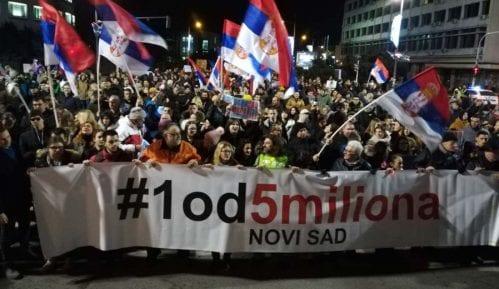 Corax i Sergej Trifunović na novosadskom protestu 8