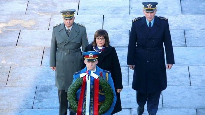 Gojković položila venac na spomenik Neznanom junaku na Avali 1