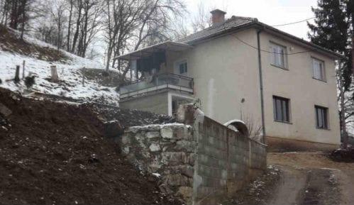 Ugroženi put i stambeni objekti 12