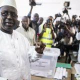 Senegalski predsednik Maki Sal ponovo izabran u prvom krugu sa 58,27 odsto glasova 4