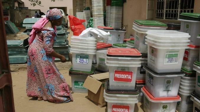 Nigerijska izborna komisija prijavila da je jedan zaposlen ubijen 1