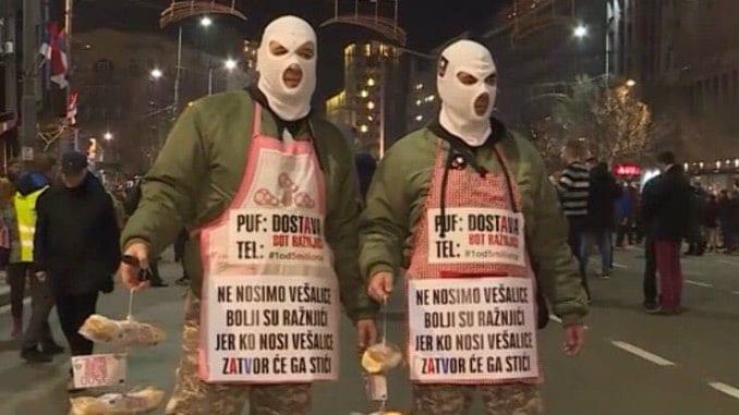 PUF: Ne nosimo vešalice, bolji su ražnjici! 1