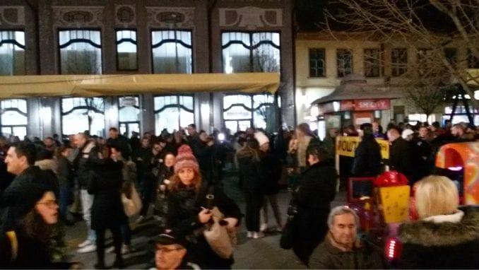 Sve više gradova se u proteste uključuje i četvrtkom (VIDEO) 1