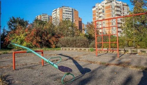 Deca pronašla ručnu bombu na igralištu u pesku u Novom Sadu 12