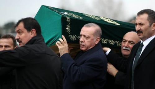 Broj mrtvih u rušenju zgrade u Istanbulu porastao na 21, Erdogan upozorava 12