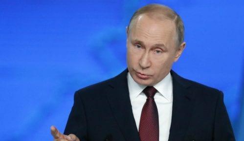 Putin potpisao zakone kojim se ograničava rad onlajn medija u Rusiji 6
