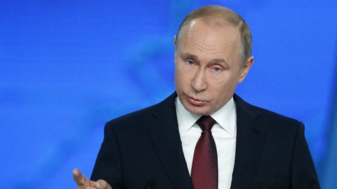 Putin potpisao zakone kojim se ograničava rad onlajn medija u Rusiji 3