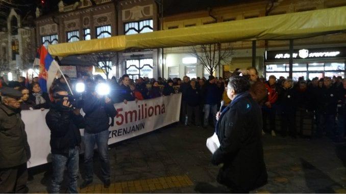 """Na četvrtom protestu """"1 od 5 miliona"""" u Zrenjaninu govornik Milojko Pantić 1"""