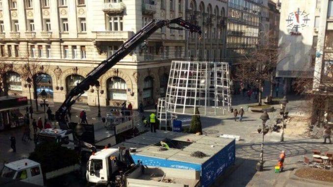 Uklonjena novogodišnja jelka sa Trga Republike u Beogradu 2