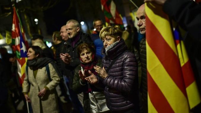 Više hiljada demonstranata u Barseloni protiv suđenja katalonskim separatistima 3