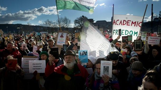 Stotine naučnika u protestu protiv reformi finansiranja u Mađarskoj 1