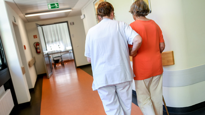 Plate medicinskih sestara 30 odsto manje nego 2009. godine 1