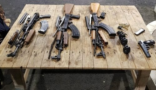 Uhapšeni na Batrovcima zbog nedozvoljenog nošenja oružja 15