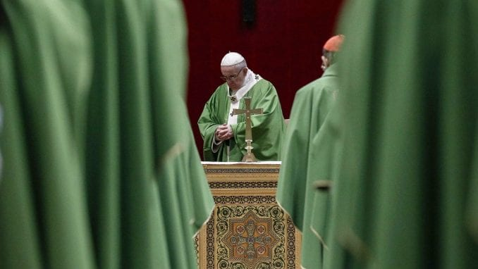 Papa uveo novi zakon koji nalaže sveštenicima da prijave seksualno zlostavljanje 4