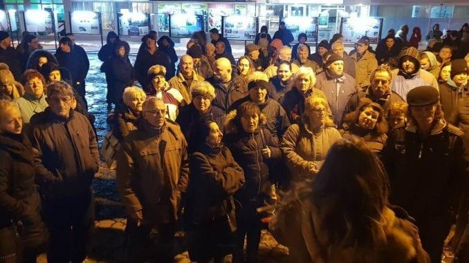 Protest otpuštenih radnika fabrike stakla u Paraćinu 1