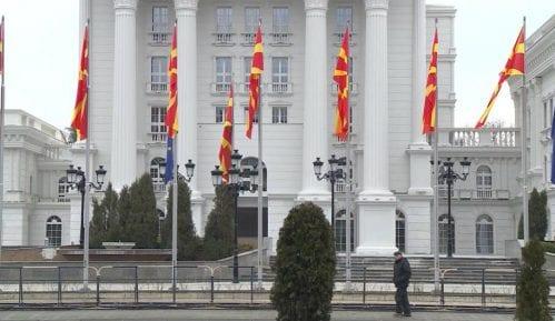 Sa zgrade Vlade Makedonije uklonjen natpis s dosadašnjim imenom države 2