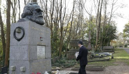 Ponovo oskrnavljen grob Karla Marksa u Londonu 11