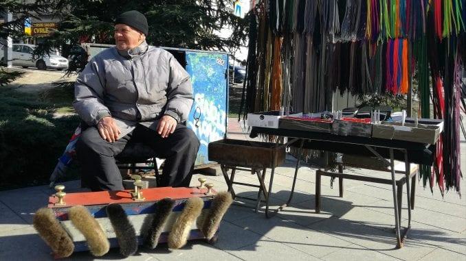 Gde god se okreneš patika: Kako izgleda radni dan čistača cipela 2