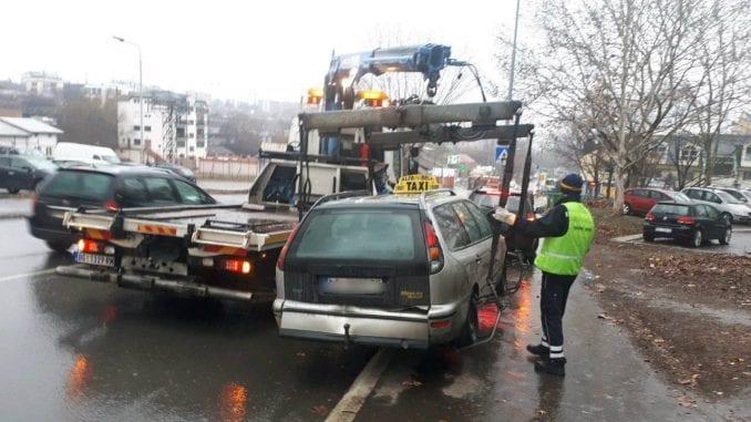 Grad privremeno oduzeo 36 vozila od divljih taksista 1