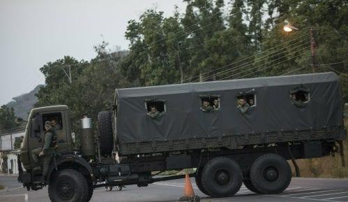 Vojska Venecuele rasterala građane na granici s Kolumbijom 12