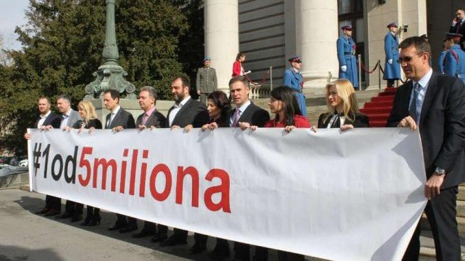 Poslanici 13. aprila (ne)će moći da uđu u parlament 1