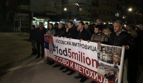 Učesnici protesta u Kosovskoj Mitrovici: Vučiću, nemaš pravo da deliš Kosovo 4