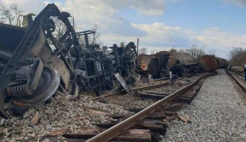 Voz iskliznuo sa šina u železničkoj stanici Brasina 8