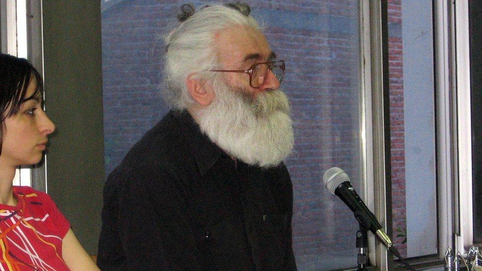 Radovan Karadžić na fotografiji objavljenoj u vreme hapšenja 2008