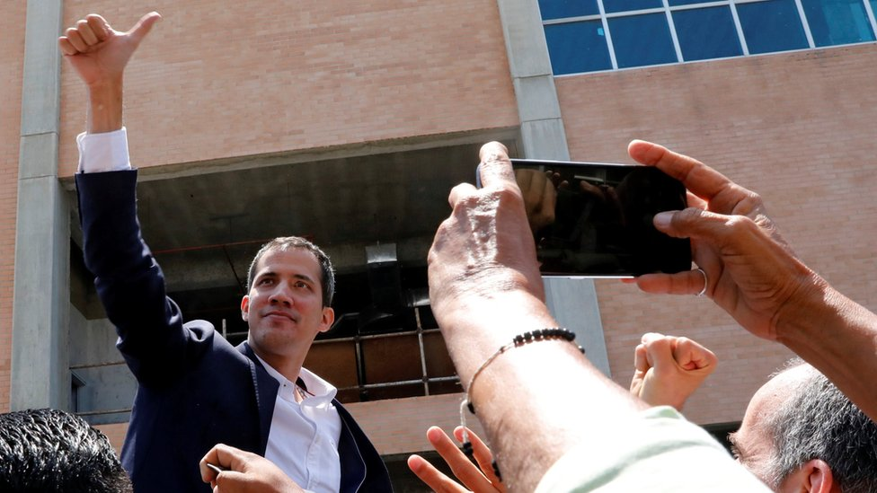 Venezuelan opposition leader Juan Guaidó greets supporters after his arrival at the Simon Bolivar International airport in Caracas, Venezuela March 4, 2019