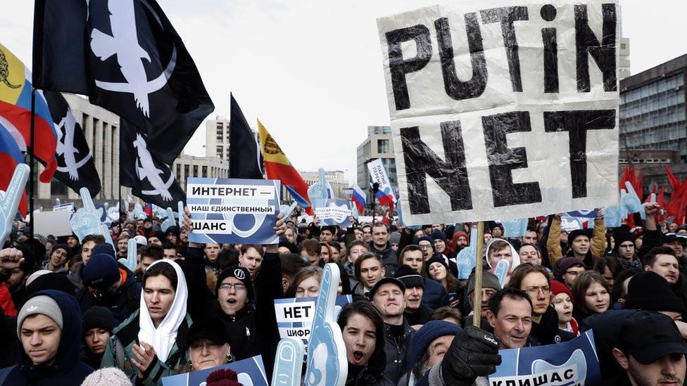 People attend an opposition rally in Moscow, Russia 10 March 2019